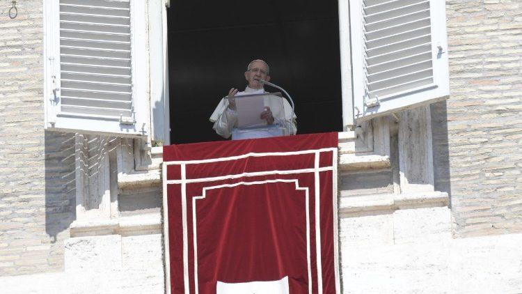 (VIDEO) Nutrirnos de Cristo para entrar en sintonía con Él. Ángelus del Papa