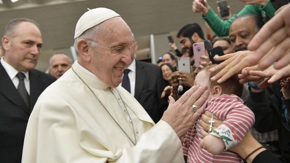 """Catequesis del Papa: """"Que Jesús nos dé la gracia de una total confianza en Dios"""""""