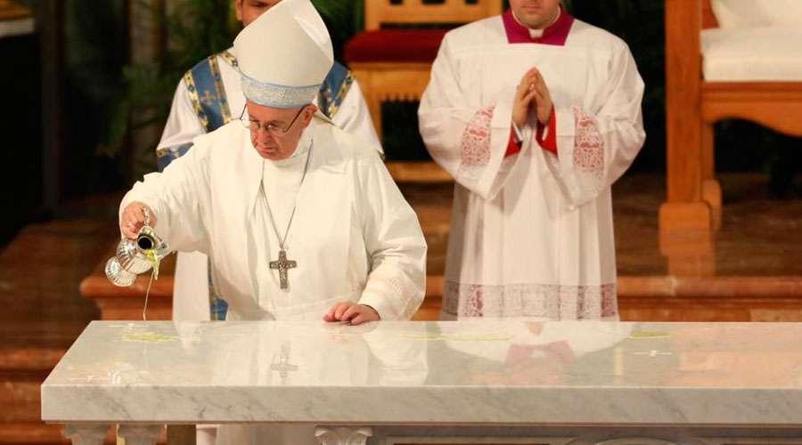 Papa Francisco consagró altar de la primera catedral de tierra firme en América