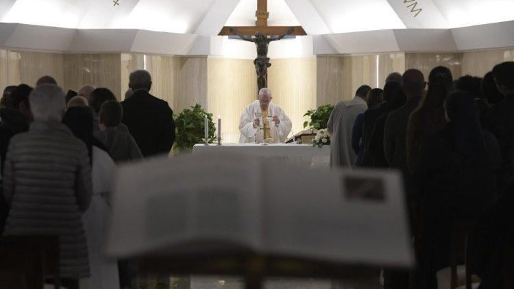 Papa: el Señor pregunta dónde está en nuestro corazón el hermano hambriento, enfermo y encarcelado