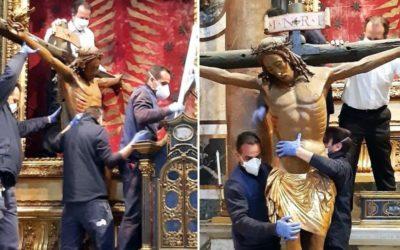Trasladan Cristo milagroso a Plaza de San Pedro para Urbi et Orbi del Papa Francisco